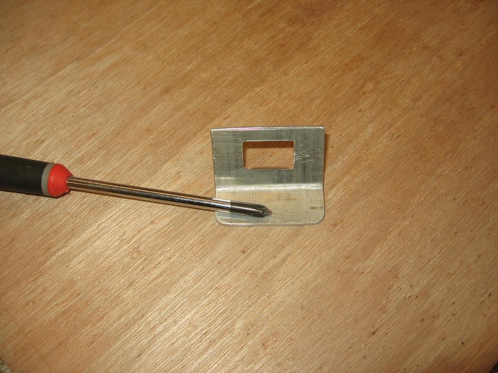 Så er hullet lavet, og det passer perfekt det den USB-port som skal sidde i. Lige før jeg ikke engang behøver at lime den for at det holder.
