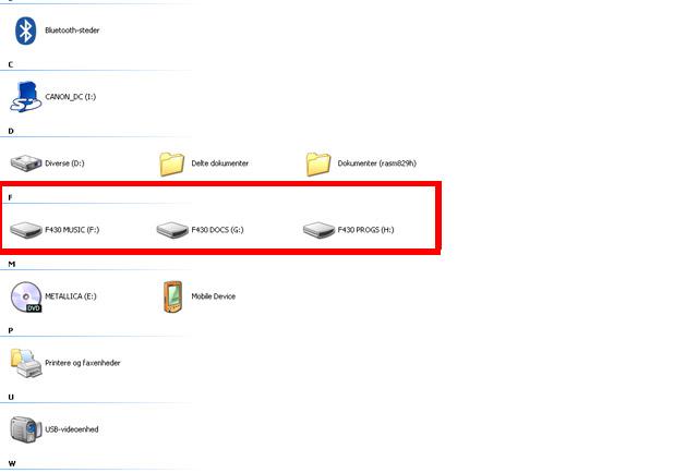 Så lige en billede af hvordan den fungere. Den viser det antal af USB stik som sidder i bilen. Altså i dette tilfælde tre, som hedder noget med F430 og så indholdet. Da man kan få USB stik med rigtig mange GB på, så vil man hvis man har penge, kunne få temmelig meget GB plads ind i denne eksterne HD.