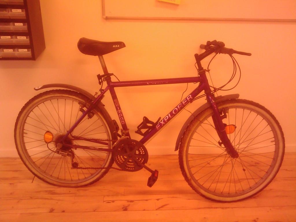 Her er så en gammel cykel jeg har haft stående længe. Den har et stel som passende er lavet af jern, og derfor et godt fundament til at kunne lave en snecykel af.